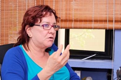 Egresada de maestría gana concurso con tesis sobre suicidios