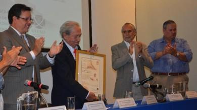 Reconocieron labor de Juan Francisco González en la ITESO Clavigero