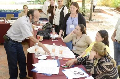 Un encuentro para buscar redefinir el servicio social