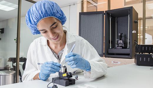 Explorar y manipular átomos