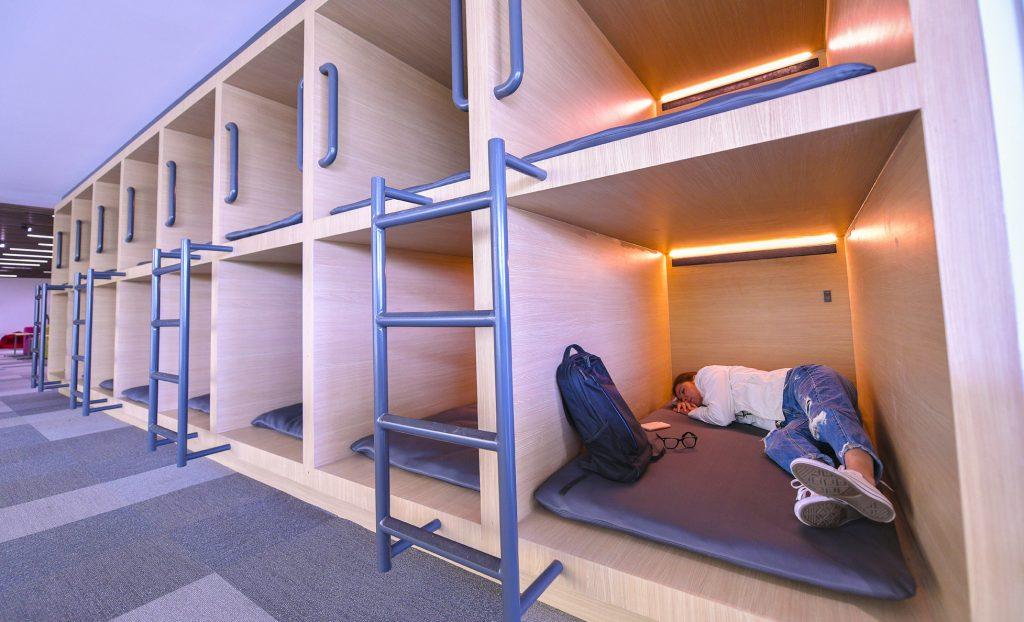 Dormir (mejor) en la biblioteca