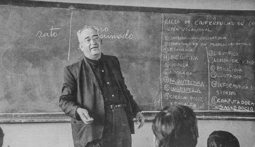 Luis Hernández Prieto, SJ: El químico que sembró una universidad