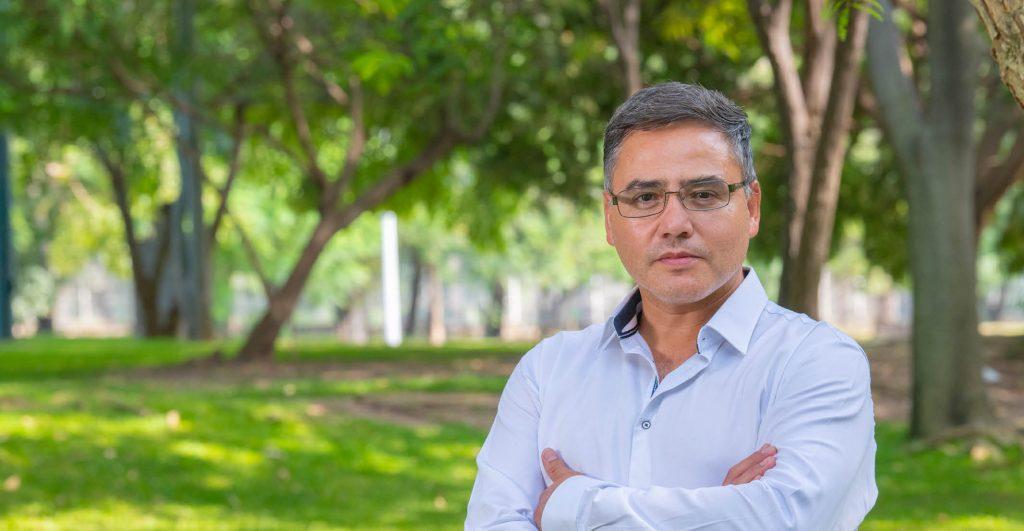 Salvador Ramírez Peña, SJ, es integrante de la Compañía de Jesús y profesor del Departamento de Formación Humana. Coordina el ciclo de cine CinÉtica que reanudará la proyección de su cartelera, una vez que pase la contingencia por Covid-19.