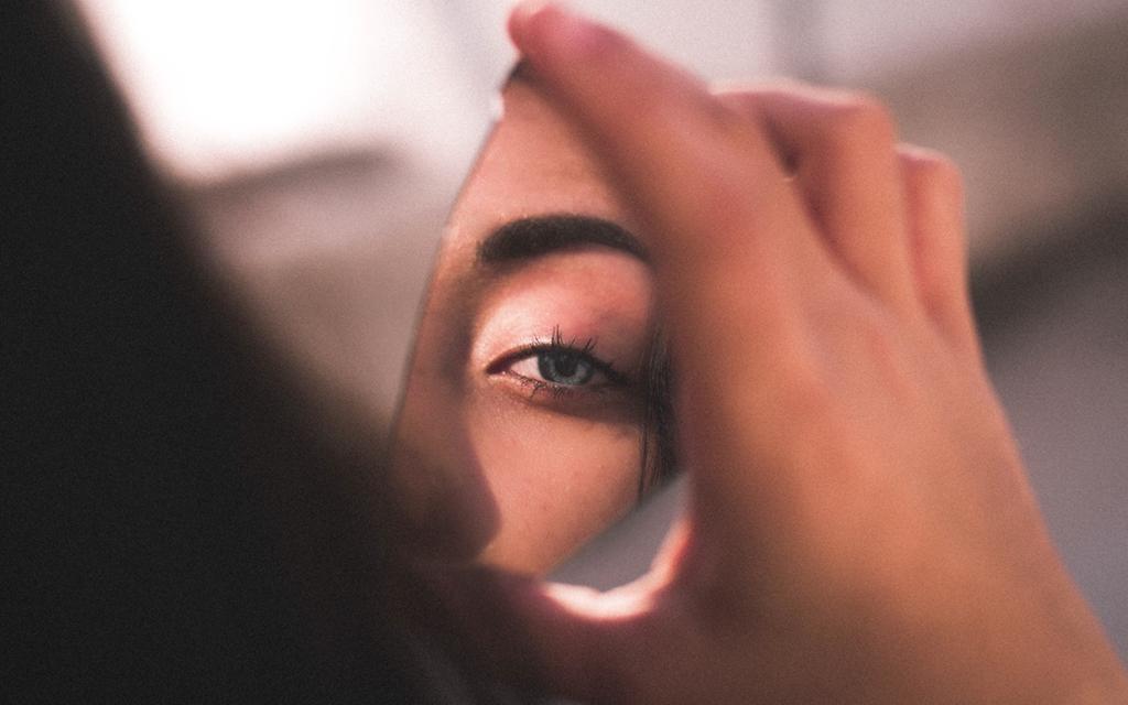 Al escucharte me veo en ti: somos espejo