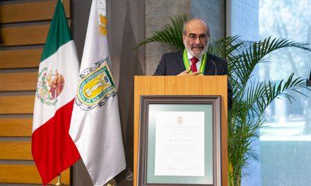 Raúl Fuentes Navarro recibe doctorado honoris causa