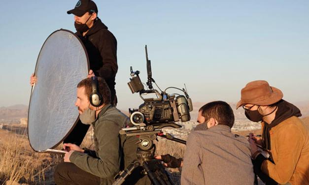 Egresados del ITESO participan en una serie documental con Gael García